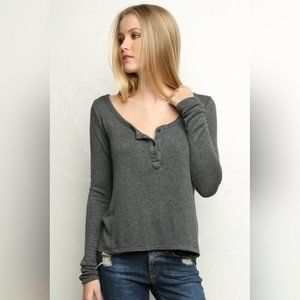 BRANDY MELVILLE Nadia Henley Knit top OS